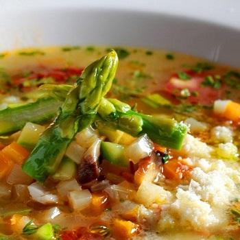 Κοτόσουπα με λαχανικά και παρμεζάνα