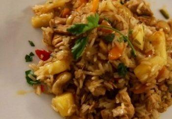 Ταϊλανδέζικο ρύζι με κοτόπουλο, κάσιους και ανανά 1