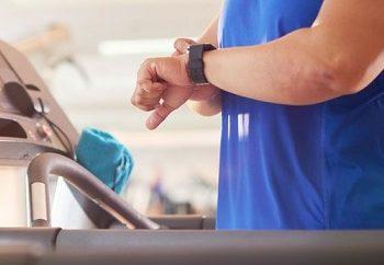 fitness-trackers-symvalloun-stin-ygeia-kai-tin-apoleia-varous