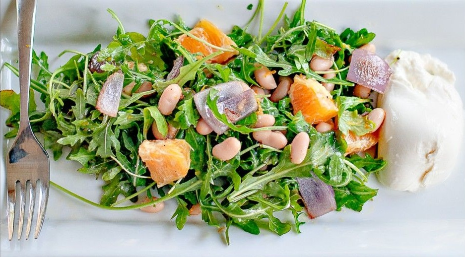 Σαλάτα με ρόκα και vinaigrette πορτοκαλιού