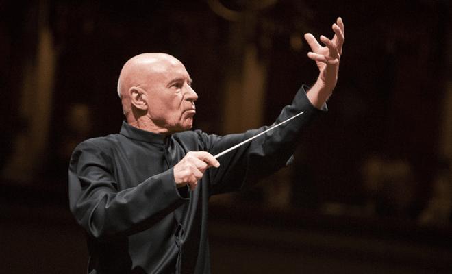 Κρίστοφ Έσενμπαχ διευθύνει ορχήστρα